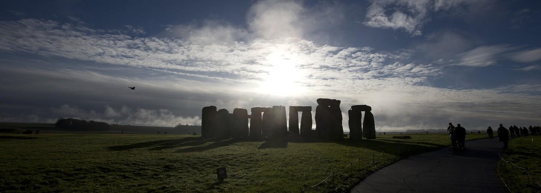 Archeologové odhalili původ záhadných kamenů Stonehenge