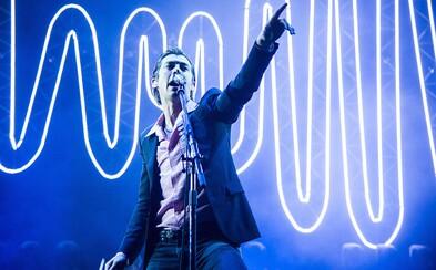 Arctic Monkeys sú späť. Po troch rokoch ticha ohlasujú prvý koncert