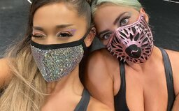 Ariana Grande a Lady Gaga vystúpili na MTV Video Music Awards vo futuristických rúškach. Billie Eilish ceny nezískala