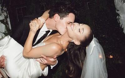 Ariana Grande ako princezná a nevesta. Speváčka zverejnila čarovné fotky zo svojej svadby, ktorú zorganizovala potajomky
