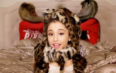 Ariana Grande navodí vánoční atmosféru se svou písničkou Santa Tell Me