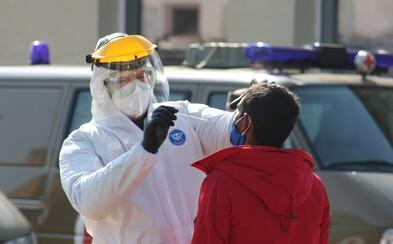 Armáda začala v osadách testovať na koronavírus. Nad Jarovnicami lietali vrtuľníky a drony (Video)