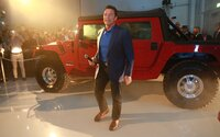 Arnold Schwarzenegger se vrací ke kořenům. V rodném Rakousku si dal postavit elektrický Hummer H1
