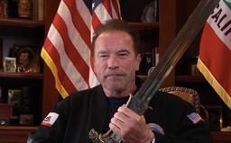 Arnold Schwarzenegger tvrdí, že Trump je nejhorším prezidentem v dějinách. Dav útočící na Kapitol přirovnal k nacistům
