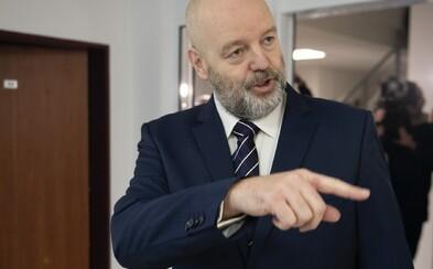 Arogantný Pavol Rusko napomínal novinárov, vadilo mu aj, že sa prokurátor usmieva. Sú zmenky podľa znalkyne falošné?