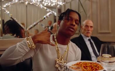 A$AP Rocky ničí autá, obchody a snobský večierok