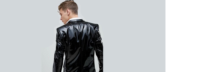 ASOS nabízí oblek z lesklého PVC