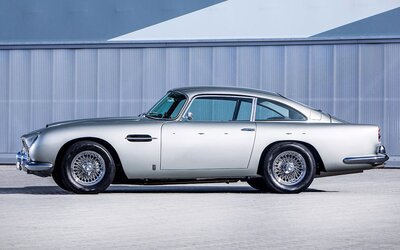 Aston Martin DB5 Paula McCartneyho jde do aukce. Jeho cena se odhaduje na zhruba 40 milionů korun