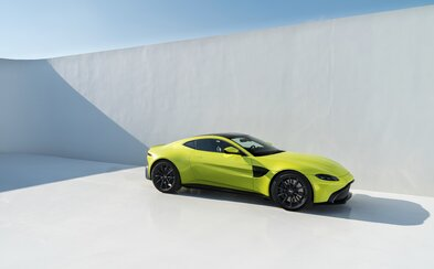 Aston Martin vyťahuje ďalšie eso z rukáva. Nádherný Vantage zaujme dizajnom a ohúri AMG technikou