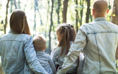 Ateistickí rodičia sa súdia so školou. Deti sa v nej musia modliť a nemajú alternatívu, vraj tým porušuje ľudské práva
