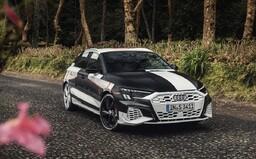 Audi poodhaluje novou A3. Přísně tvarovaný hatchback nabídne v ostré verzi přes 300 koní