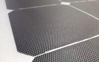 Audi vyvíja tenké a flexibilné solárne panely. Jedného dňa by mali byť na strechách elektromobilov