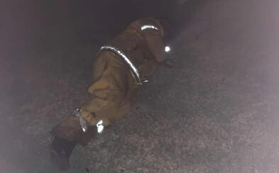 Austrálčanka zdieľala fotku svojho otca, ktorý hasí požiare v krajine. Tvrdí, že spal len 5 minút a už nevládze bojovať