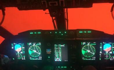Austrálske lietadlo vletelo do oranžového oblaku z miestnych požiarov. Piloti nevideli vôbec nič