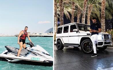 Austrálsky milionár ti zaplatí obrovské peniaze za to, že s ním budeš cestovať po svete