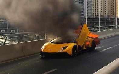 Autentické video odhaľuje, akou banalitou nedávno do tla zhorelo státisícové Lamborghini