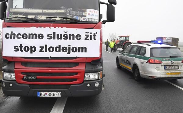 Slovenští autodopravci blokují hranice s Českem. Stát nepřistoupil na jejich požadavky