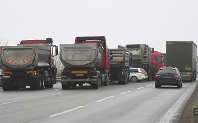 Autodopravcovia a farmári už sprejazdnili všetky blokované cesty. Reagujú na Pellegriniho, budú s ním rokovať