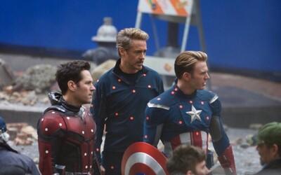 Avengers 4 budou o cestování v čase. Captain America i Iron Man byli přichyceni při natáčení scén z minulosti