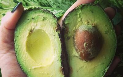 Avokádo je zdravá kalorická bomba a zároveň ovocie, ktoré mnohí milujú a iní nenávidia