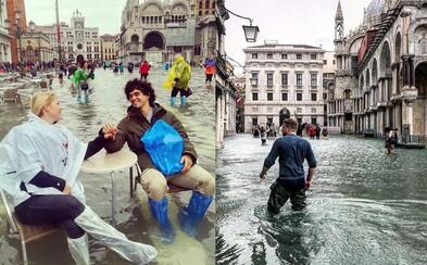 Až 75 procent Benátek zalila voda při náhlé povodni. Surreální fotky jako by předpovídaly budoucnost