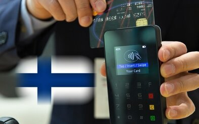 Až 90 % Fínov platí v obchodoch kartou