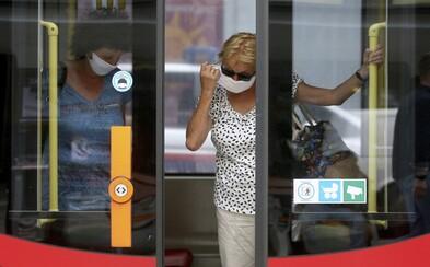 Až se ochladí, vrátí se do MHD v Praze roušky, tvrdí ředitelka krajských hygieniků