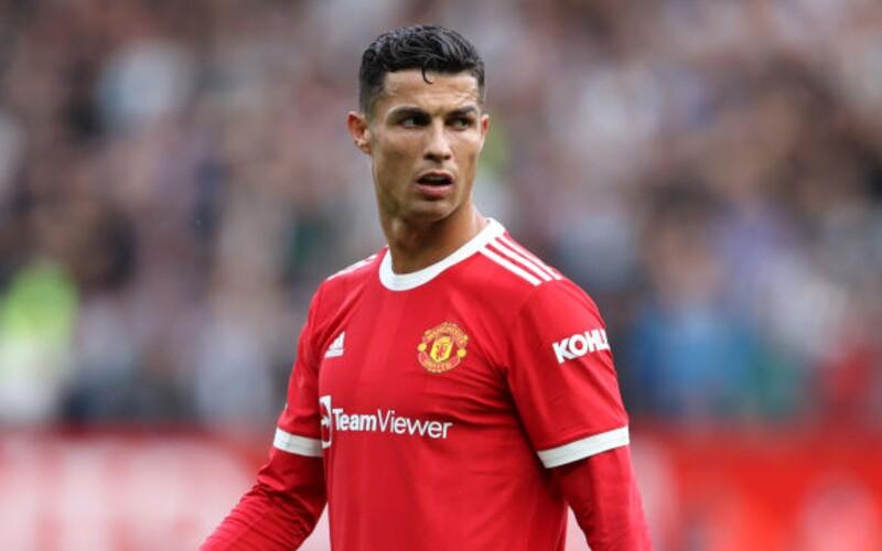 Odkedy prišiel Cristiano Ronaldo, ostatní hráči Manchestru United pred ním nechcú jesť dezerty. Majú strach, že by ich vysmial.