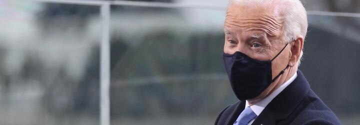 Biden třikrát upadl při nastupování do letadla. Američané mají obavy o jeho zdraví