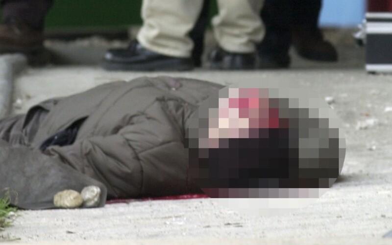 """Vojna slovenskej mafie a Albáncov bola násilná. Atentátnikovi vybuchol v ruke granát, jeho telo letelo niekoľko metrov. """"Prekvapilo ma, že na nezakryté telo zavraždeného sa niekoľko desiatok minút mohli pozerať okoloidúci, ktorých priblíženiu sa k autu spočiatku nikto nebránil,"""" povedal pre Refresher o vražde obávaného bratislavského mafiána kriminovinár Vladimír Donner."""