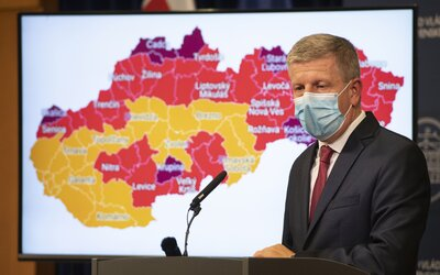Kde musím mať respirátor, kde platia hodiny pre seniorov a kde sa najedia v interiéri už len zaočkovaní? Tretia vlna udrela naplno
