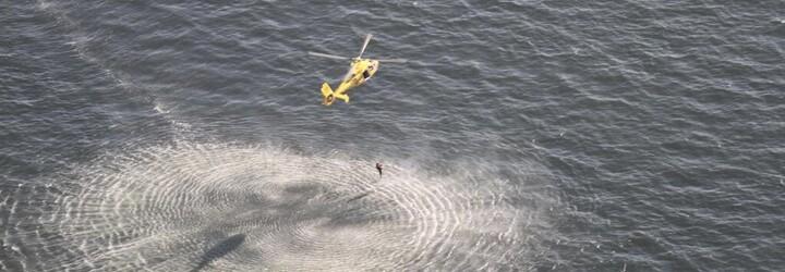 Žena se topila uprostřed moře, zachraňovali ji 11 kilometrů od pevniny. Prý se chtěla jen vykoupat