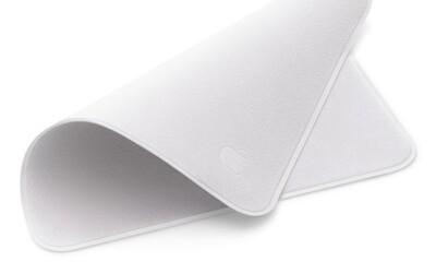 Apple prodává hadřík s logem na čištění displeje. Za kousek látky zaplatíš 590 korun.