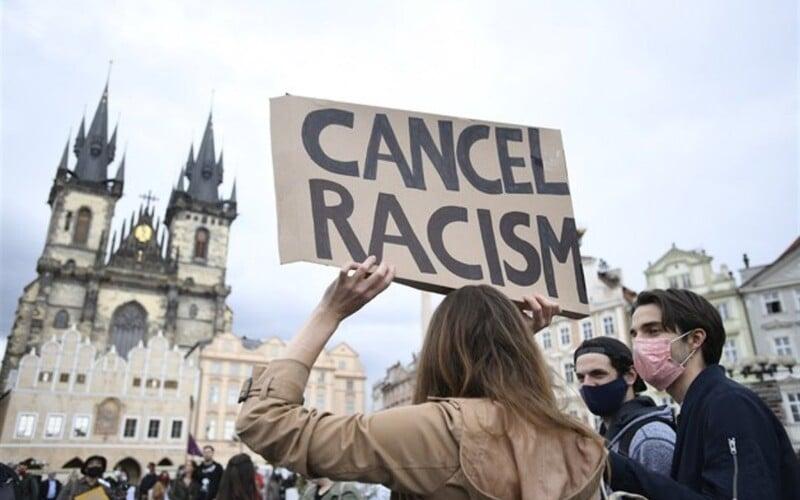V Praze proběhly protesty za George Floyda. Češi odsoudili rasismus a policejní brutalitu.