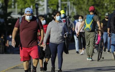 V Spojených štátoch amerických zaznamenali rekordný počet ľudí nakazených koronavírusom za deň
