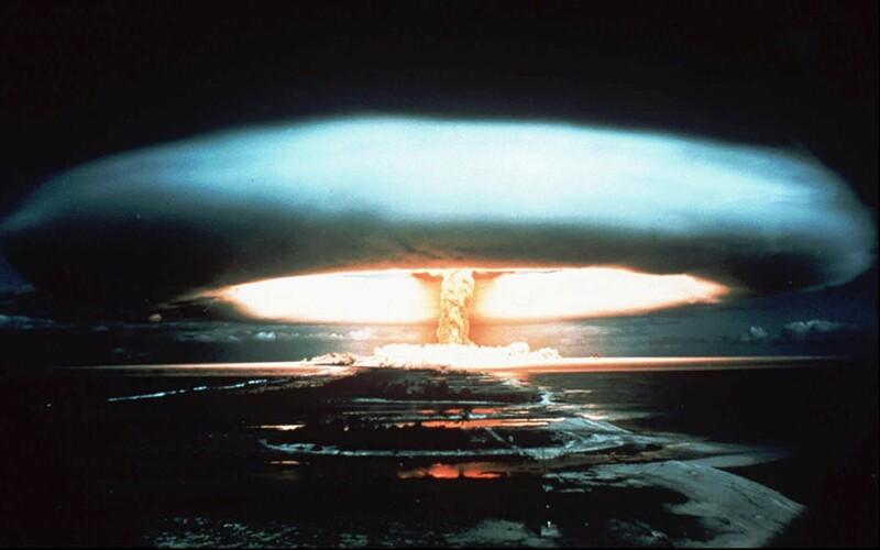 Svet je neprijateľne blízko k zničeniu jadrovými zbraňami, varuje šéf OSN a poukazuje aj na ďalšie problémy