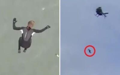 VIDEO: Z výšky 40 metrů skočil do moře. Na chvíli zůstal v bezvědomí.