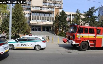 Košičan chcel pomôcť kamarátovi, tak na súdoch nahlásil bombu. Teraz oboch obvinili zo zločinu šírenia poplašnej správy.