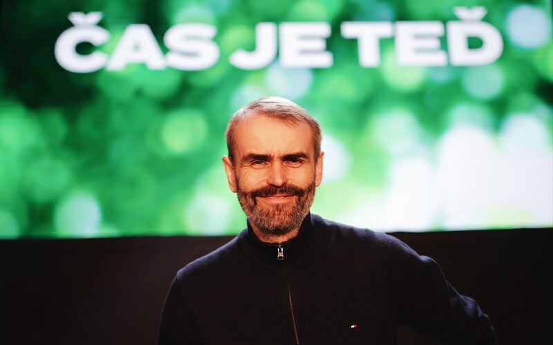 Robert Šlachta po odchodu od policie zakládá politické hnutí Přísaha.