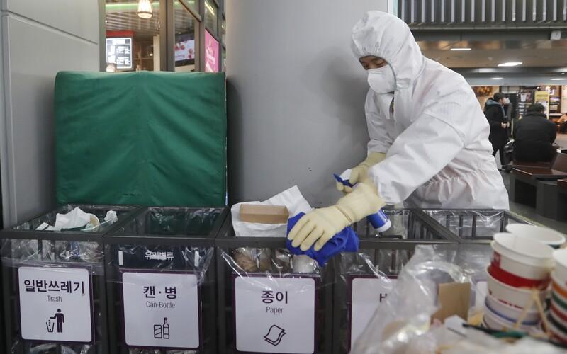 Prvé prípady čínskeho koronavírusu sú už aj v Európskej únii. Francúzska ministerka zdravotníctva potvrdila jeden prípad v Paríži a jeden v oblasti Bordeaux. Dodala, že si myslí, že sa budú objavovať ďalšie.