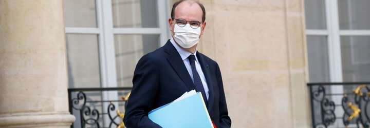 Ženy posielajú francúzskemu premiérovi nohavičky. Žiadajú, aby vláda otvorila obchody so spodnou bielizňou