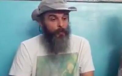 Guru Jára je vinen z dalších šesti znásilnění. Se svou spolupracovnicí ale uprchl na Filipíny.