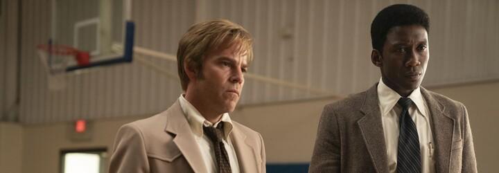 Třetí série True Detective se vrací ke kořenům. Nabízí strhující případ, vynikající postavy a geniální herecké výkony (Recenze)