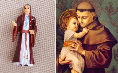 Babička si myslela, že se modlí ke svatému Antonínu, ale doopravdy šlo o figurku z Pána prstenů. Elronda jí nakonec vnučka vyměnila