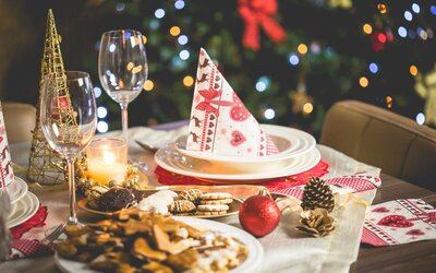 Babička si účtovala tisíc korun od každého člena rodiny, aby jim mohla navařit vánoční večeři. Vydělala tak více než 2 500 korun