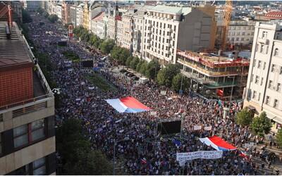 Babiš po obrovskom proteste v Prahe: Tu nie sme na Slovensku, nie je dôvod, aby padla vláda
