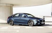 Baby AMG prichádza v priestrannejšom balení. A 35-kový sedan má slušných 306 koní