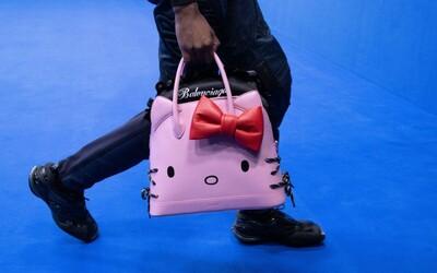 Balenciaga predstavila kožené kabelky s motívom Hello Kitty pre mužov. Predávať sa budú za viac ako tisíc eur
