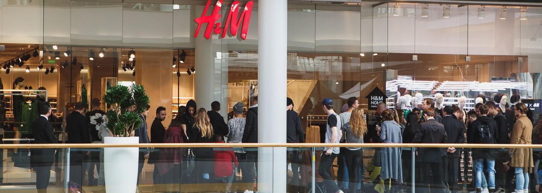 Balmain sa v H&M vypredal takmer behom minúty. Ako vyzeral celý release tejto kolekcie na Slovensku? (Report)