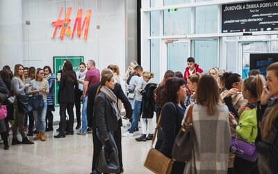 Balmain se v H&M vyprodal téměř během minuty. Jak vypadal celý release této kolekce na Slovensku? (Report)